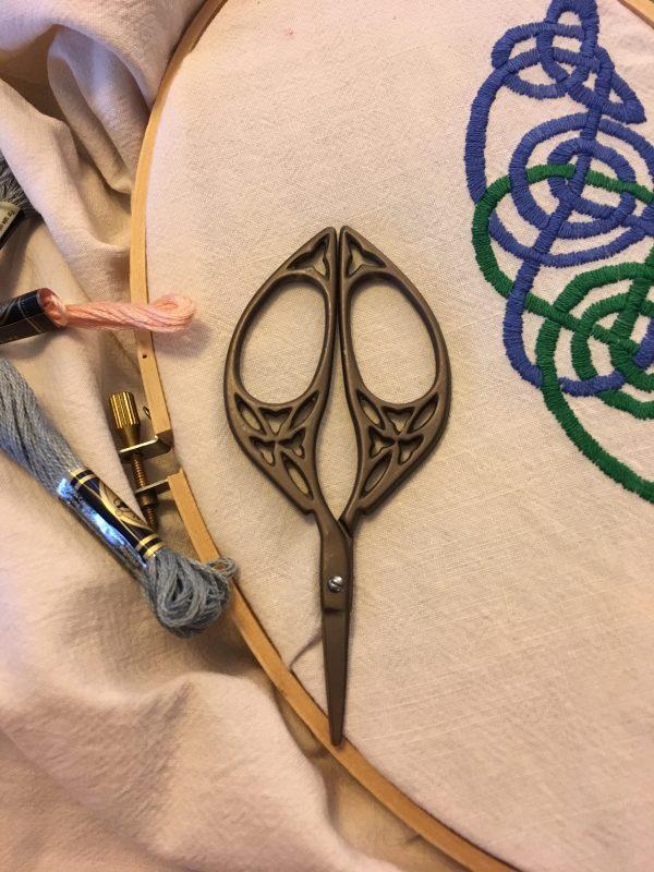 Celtic Oval Scissors Thread